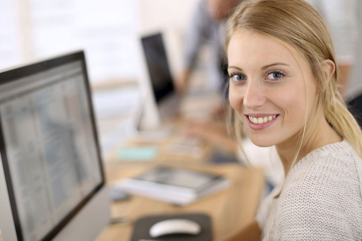 How to Hire Live Chat Agents Who Will Give Your Business an Edge