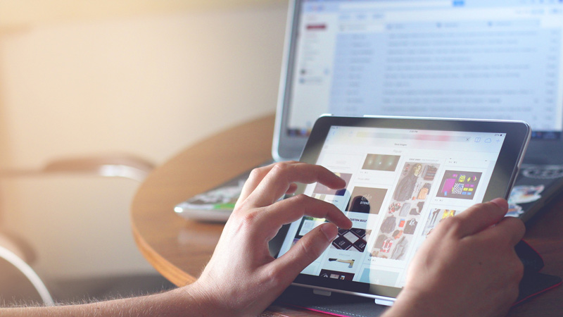 6 eCommerce Advantages and Disadvantages to Consider in 2021